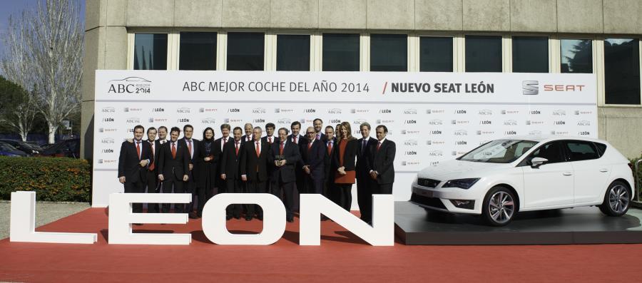 SetRatioSize900650-1.Red-Concesionarios-entrega-Premio-ABC-Mejor-Coche-del-Ao-2014-SEAT-Len